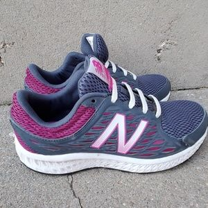 New Balance Women's 420v3 Tennis Shoes Size 8.5